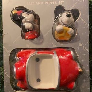 Disney Mickey n Minnie salt and pepper shaker car